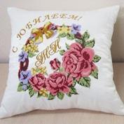 Сувенирная вышивка золотом на подушках