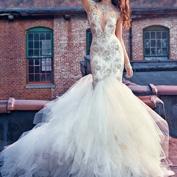 Свадебное платье, расшитое серебром