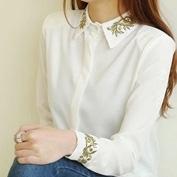 Вышивка золотыми и серебрянными нитями на рукавах и манжетах блузки